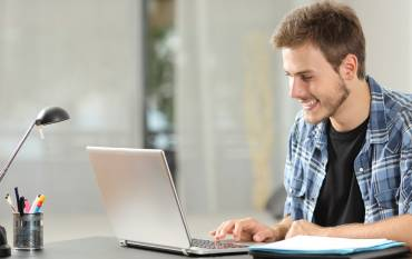 student enrolling online