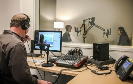 Students participate in the Podcasting the Anthropocene undergraduate class