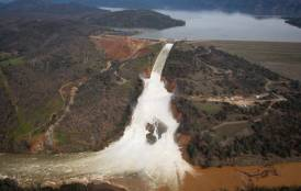 Oroville Dam flooding
