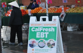 sign says food stamps accepted at farmer's market